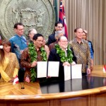A photo of Neil Abercrombie and Governor Mangku Pastika at the sigining of Hawaii-Bali Sister-State relationship.