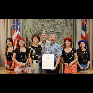 Group photo with Governor David Ige, First Lady Dawn Amano-Ige, UH Presdent David Lassner, and UH HELP students